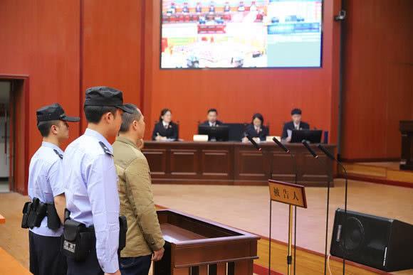 庭审现场宣读判决结果